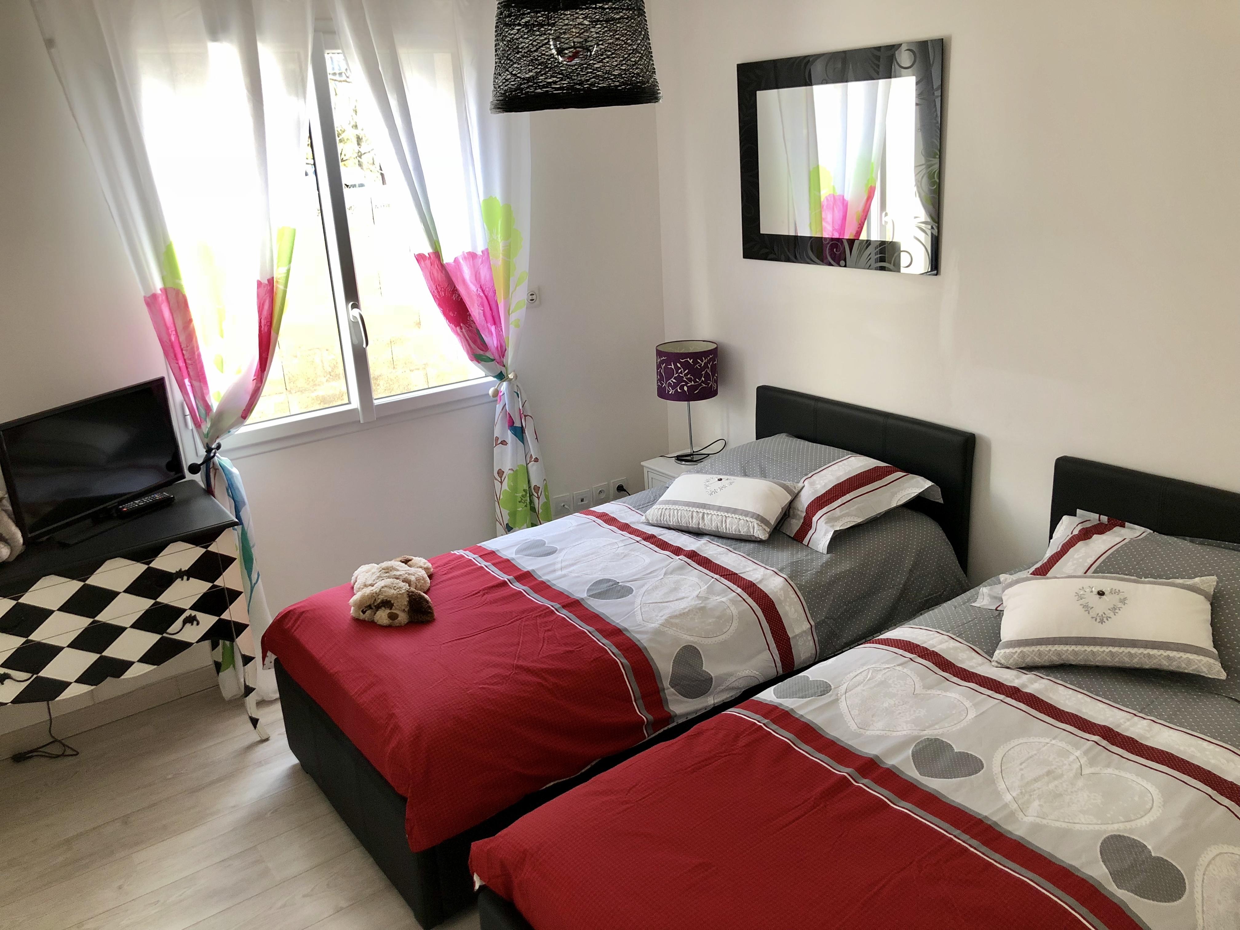 Deux lits de la chambre familiale